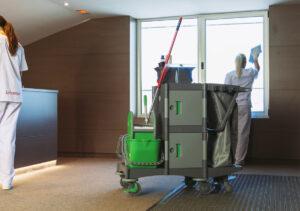 5 Ventajas de la Limpieza en Entornos Laborales